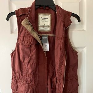 NWT ABERCROMBIE & FITCH Maroon Army vest